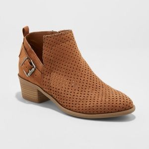 Universal Thread Women's Camdyn Laser Cut Booties
